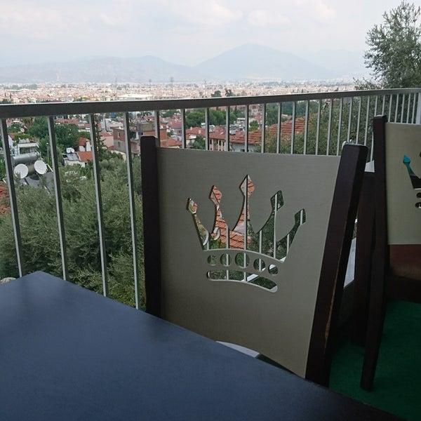 รูปภาพถ่ายที่ King's Garden Restaurant โดย Murat P. เมื่อ 8/20/2017