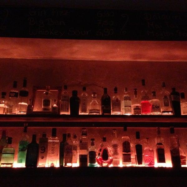 Photo prise au Couch Club par Lisa M. le4/11/2013