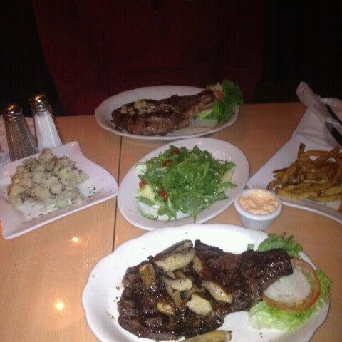 Foto diambil di Ottomanelli's Wine & Burger Bar oleh Man_Used👽👾👽 pada 5/18/2013