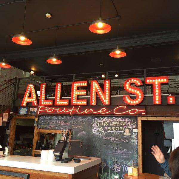 Foto tomada en Allen Street Hardware Cafe por Robert S. el 3/10/2018