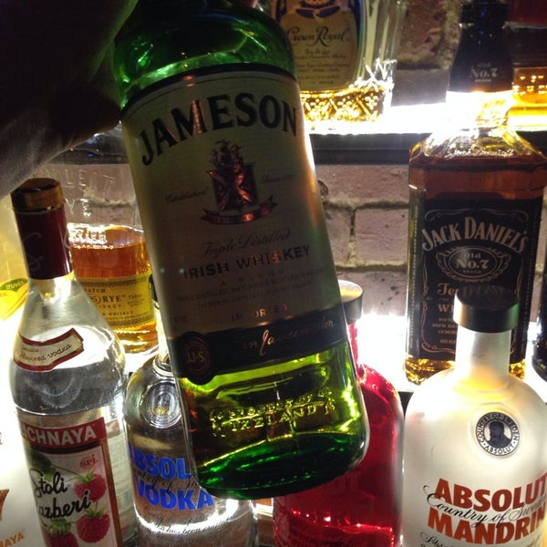 1/23/2014에 MikeyHitsBombs77님이 Opal Bar & Restaurant에서 찍은 사진