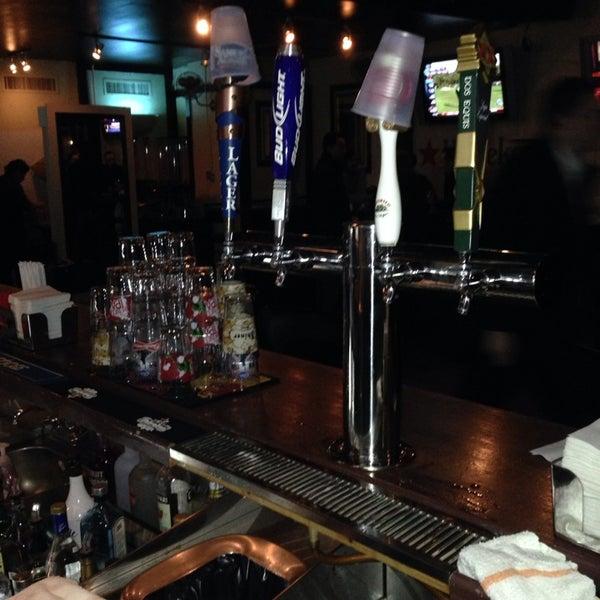 Das Foto wurde bei Opal Bar & Restaurant von MikeyHitsBombs77 am 2/28/2014 aufgenommen