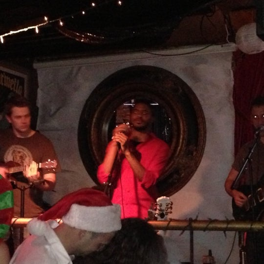 Foto tirada no(a) Bar Nine por Sylvia L. em 12/16/2012