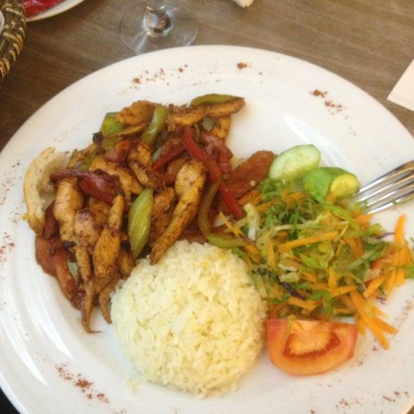 Foto tomada en Dudu Cafe Restaurant por Aysegül Ü. el 12/18/2012