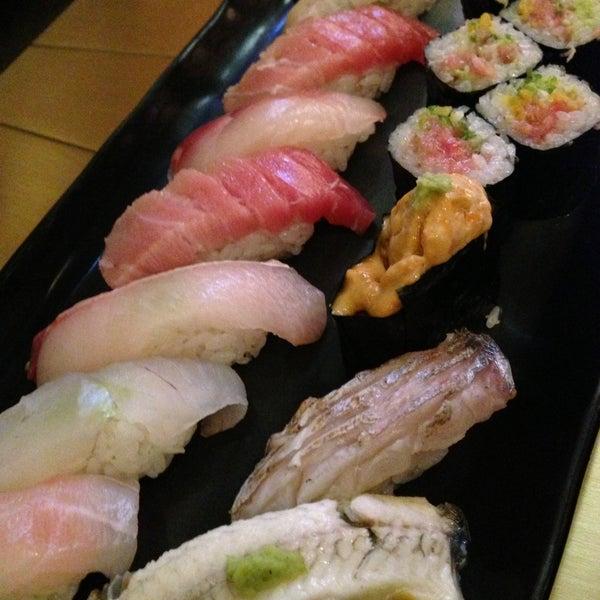 Photo prise au Sushi Zen par Lucy L. le5/10/2013