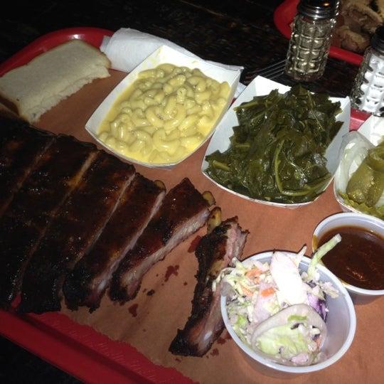 รูปภาพถ่ายที่ Mable's Smokehouse & Banquet Hall โดย Lucy L. เมื่อ 9/29/2012