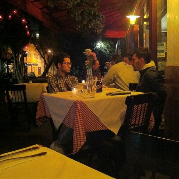 Foto tirada no(a) Café La Gloria por Jean V. em 3/12/2013