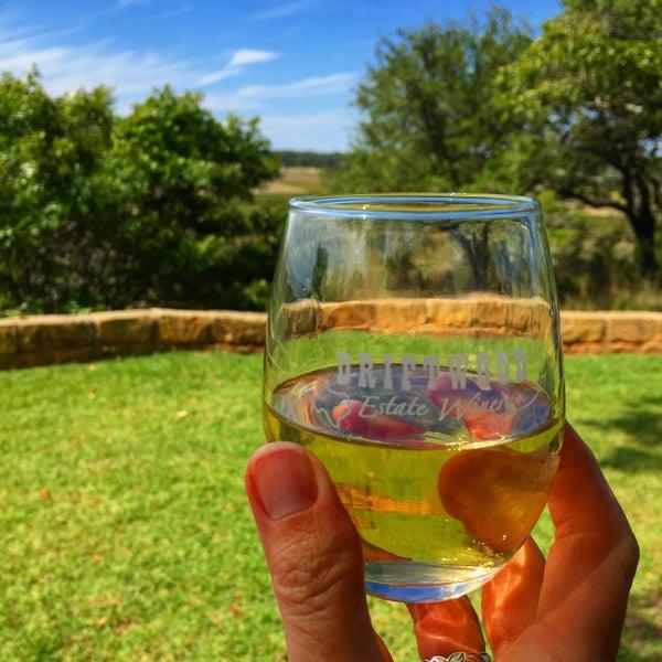 Foto diambil di Driftwood Estate Winery oleh Suzanne E. pada 10/4/2015