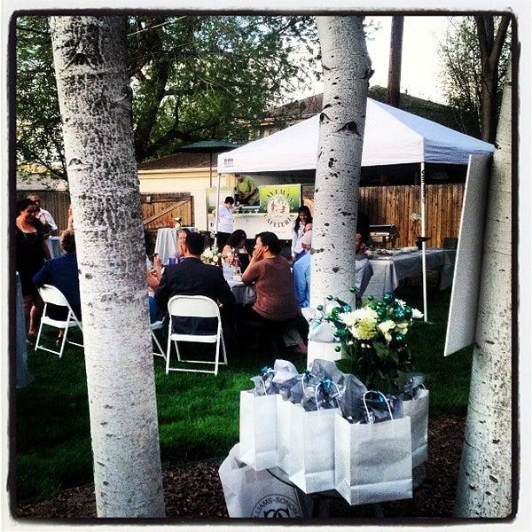 5/20/2013에 Will W.님이 Caveman Cafeteria: Where The Hunters Gather!에서 찍은 사진