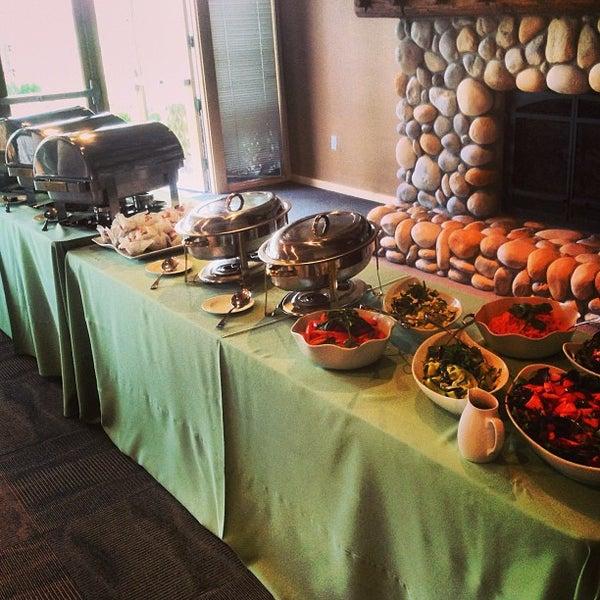 5/21/2013에 Will W.님이 Caveman Cafeteria: Where The Hunters Gather!에서 찍은 사진