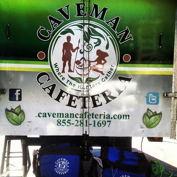 8/26/2013에 Will W.님이 Caveman Cafeteria: Where The Hunters Gather!에서 찍은 사진
