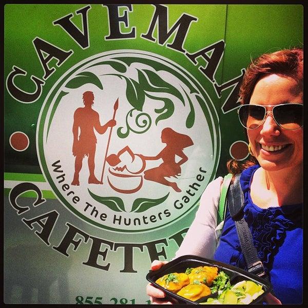 5/17/2013에 Will W.님이 Caveman Cafeteria: Where The Hunters Gather!에서 찍은 사진