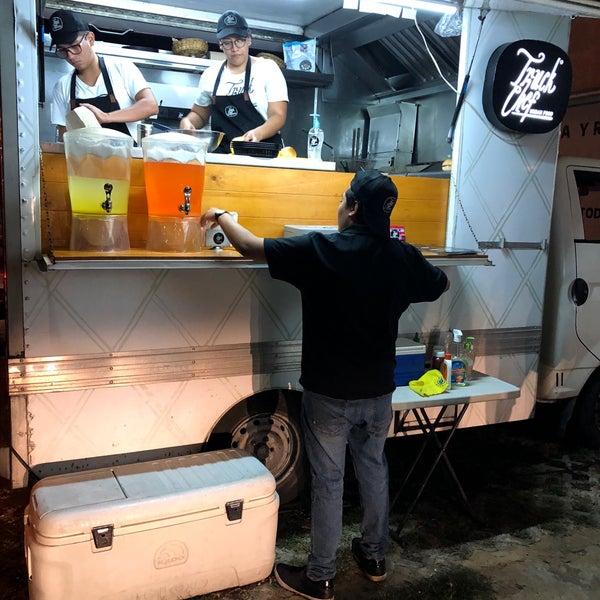 Das Foto wurde bei Truck Chef Urban Food von Ray Servulo V. am 5/18/2018 aufgenommen