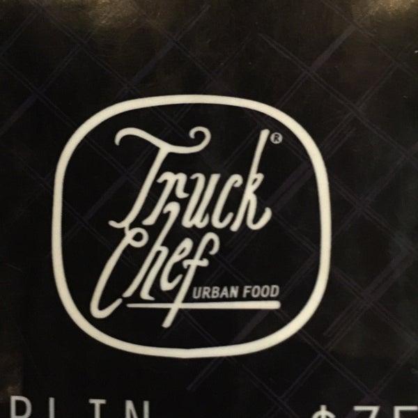 Das Foto wurde bei Truck Chef Urban Food von Ray Servulo V. am 9/20/2016 aufgenommen