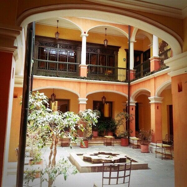 รูปภาพถ่ายที่ Hotel de la Opera โดย Augusto A. เมื่อ 12/10/2012
