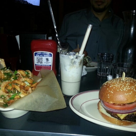 Foto tirada no(a) LT Bar & Grill por Paulina C. em 1/20/2013