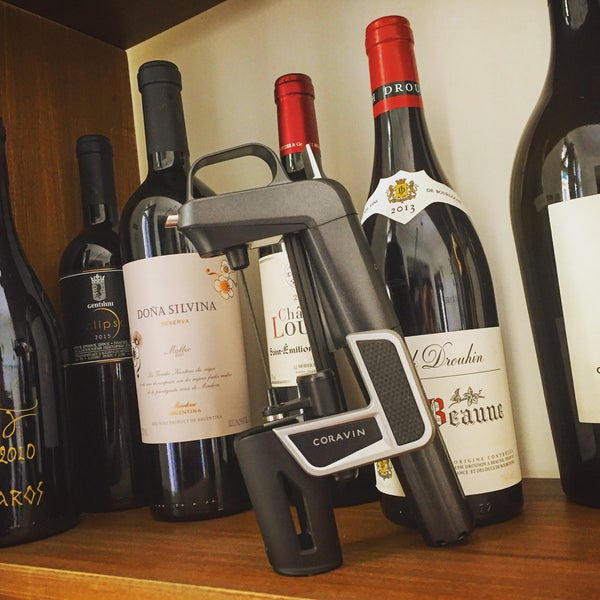 Έχει και coravin. Μπορείτε να δοκιμάσετε όποιο κρασί θέλετε. Πολύ ωραίο μέρος, ειδικά το απογευματάκι.