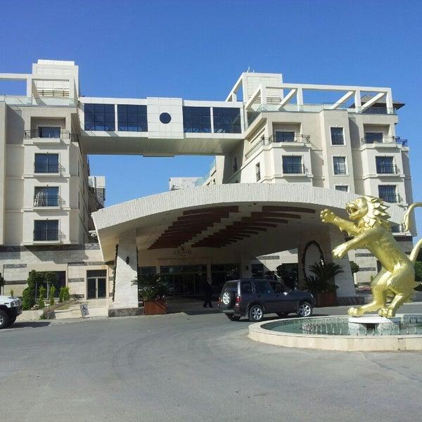 รูปภาพถ่ายที่ Cratos Premium Hotel & Casino โดย Nureddin K. เมื่อ 4/5/2013
