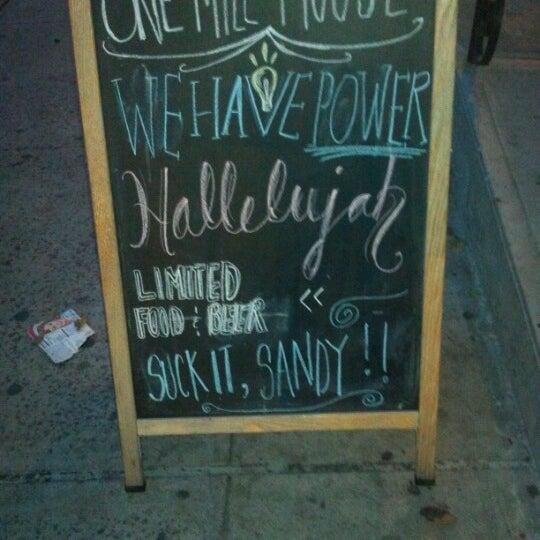 11/3/2012 tarihinde Adrienne C.ziyaretçi tarafından One Mile House'de çekilen fotoğraf