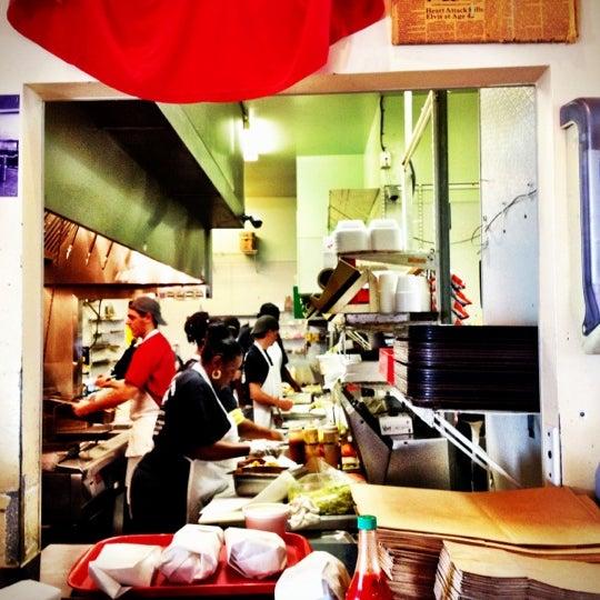 12/2/2012にLinda L.がParkway Bakery & Tavernで撮った写真