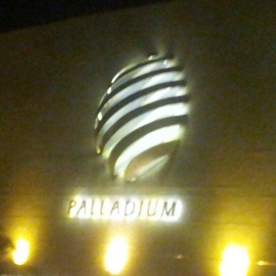 Foto tirada no(a) Shopping Palladium por Siu M. em 12/27/2012