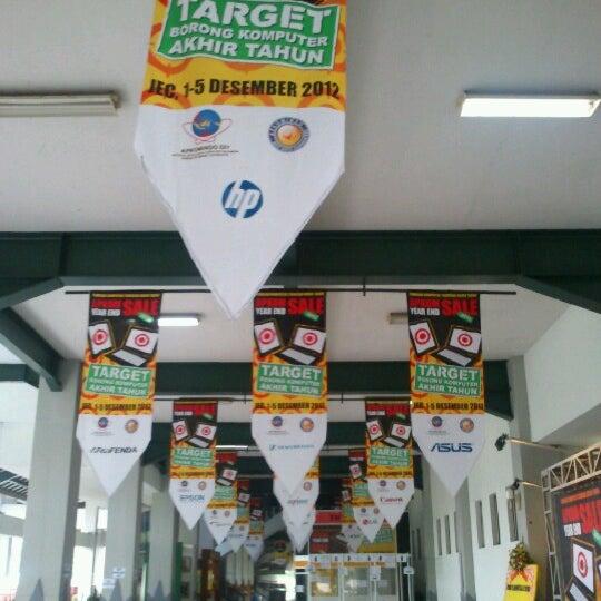 Das Foto wurde bei Jogja Expo Center (JEC) von Roy A. am 12/4/2012 aufgenommen