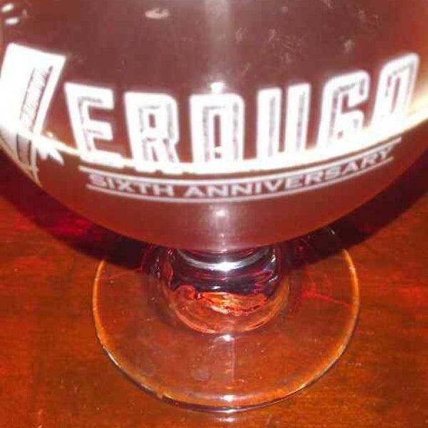 7/21/2013 tarihinde Ricardo L.ziyaretçi tarafından Verdugo Bar'de çekilen fotoğraf