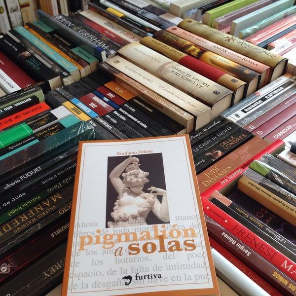 4/2/2015에 Flaca Leigh L.님이 MásKe Libros에서 찍은 사진