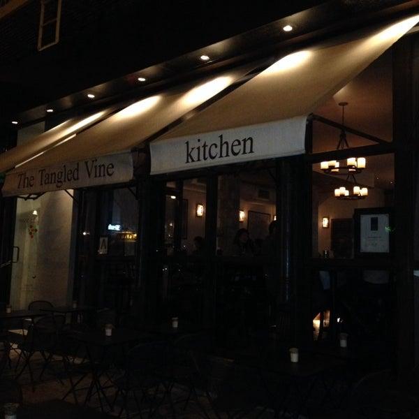 10/25/2013にNicolas F.がThe Tangled Vine Wine Bar & Kitchenで撮った写真