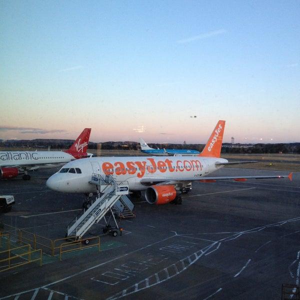 Das Foto wurde bei Edinburgh Airport (EDI) von Lawrence S. am 4/19/2013 aufgenommen
