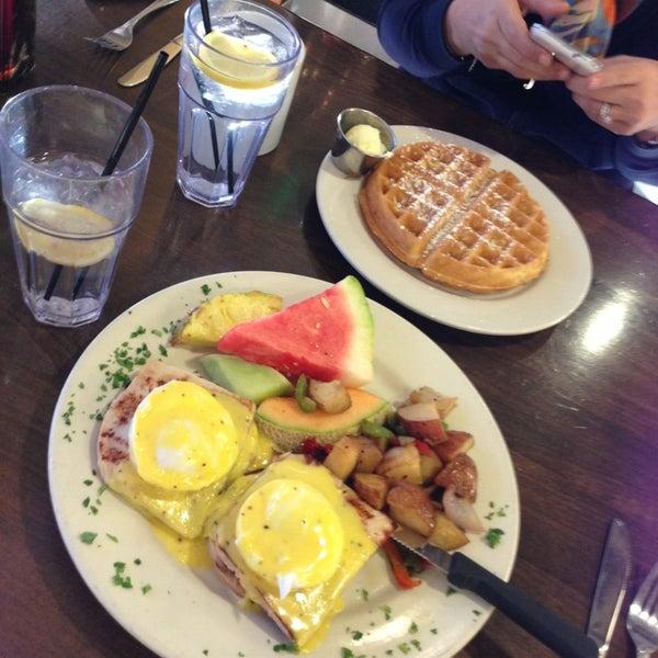 Photo prise au Breakfast Club par Sadan D. le12/29/2012