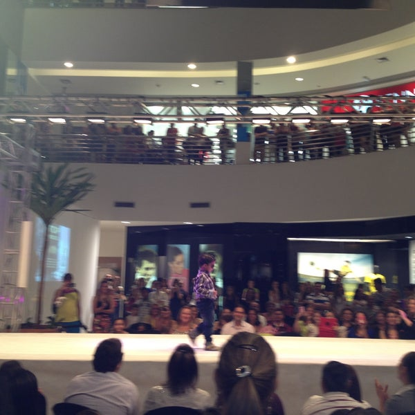 5/3/2013 tarihinde Lullyane🌸 B.ziyaretçi tarafından Goiânia Shopping'de çekilen fotoğraf
