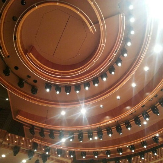 Foto tirada no(a) Adrienne Arsht Center for the Performing Arts por Pam em 1/21/2013