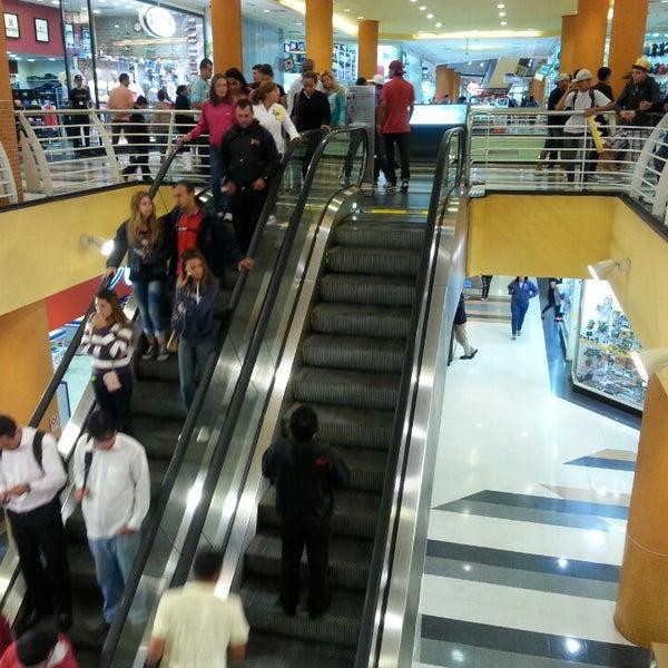 4/17/2013 tarihinde Charles B.ziyaretçi tarafından Shopping Campo Limpo'de çekilen fotoğraf