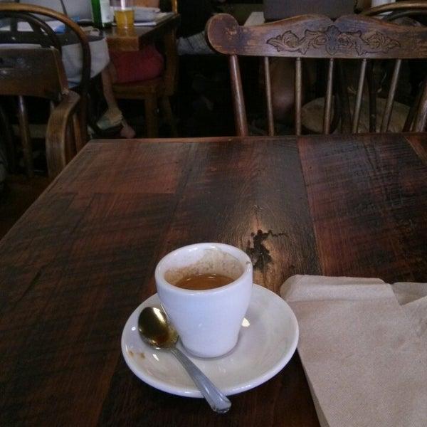 Das Foto wurde bei Lenox Coffee von CaesarNYC am 6/15/2013 aufgenommen