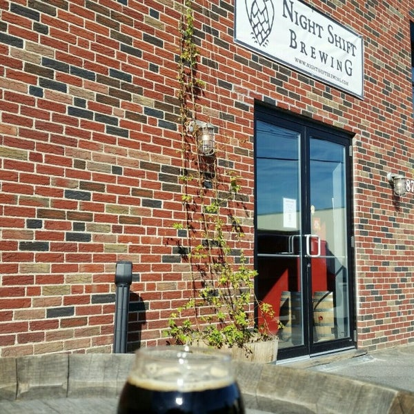 Foto scattata a Night Shift Brewing, Inc. da Robin C. il 9/26/2016