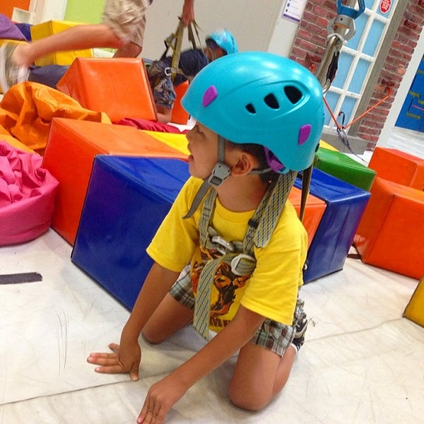 Foto tomada en Sender One Climbing, Yoga and Fitness por Mary T. el 7/15/2014