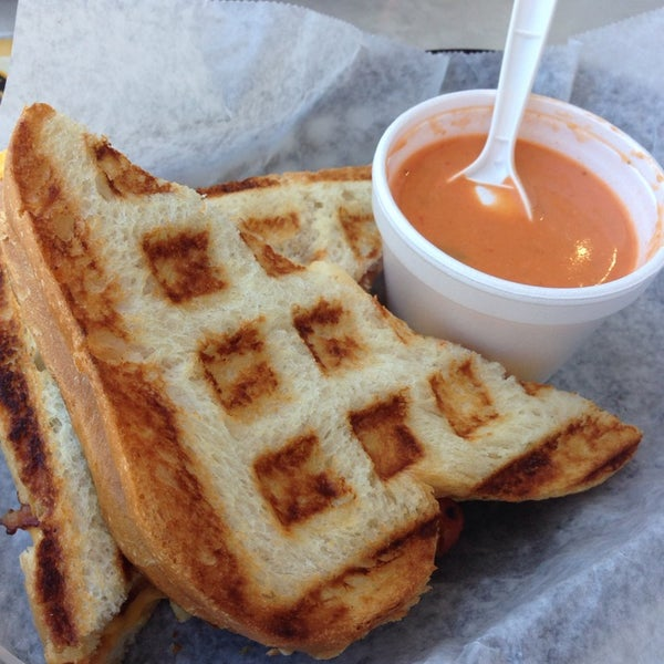Foto tomada en New York Grilled Cheese Co. por Michelle C. el 5/4/2014