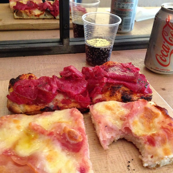 Pizzas geniales y trato muy agradable!!