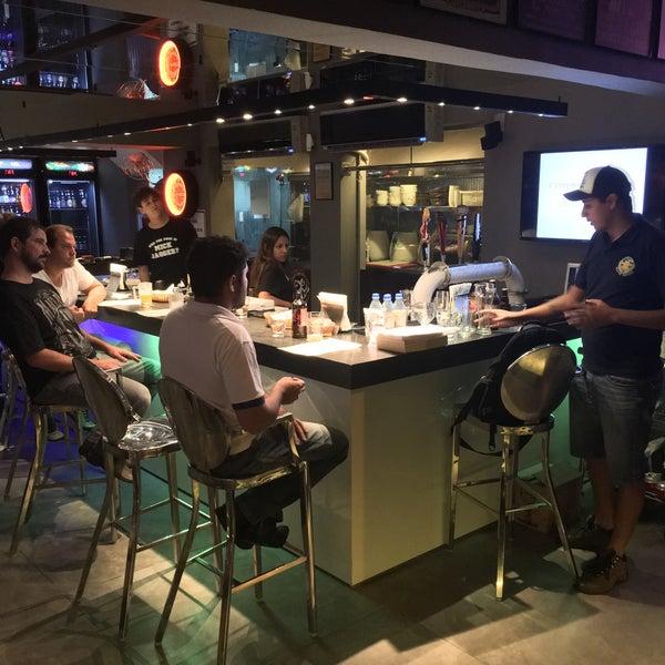 Foto diambil di Velvet36 Rock'n Roll Bar oleh Kanji I. pada 4/12/2016