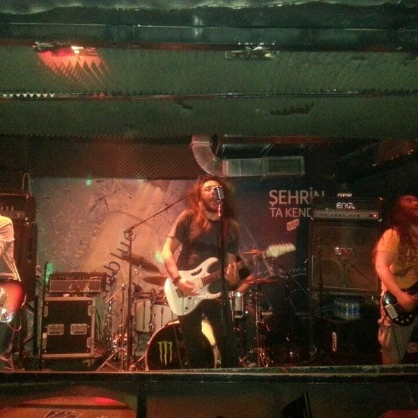 Das Foto wurde bei Dorock Heavy Metal Club von kayahan y. am 4/25/2013 aufgenommen