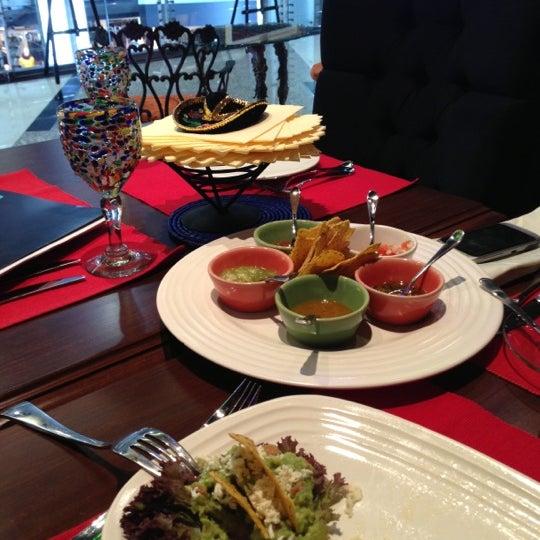 12/9/2012에 Мэл님이 Mexican Club에서 찍은 사진