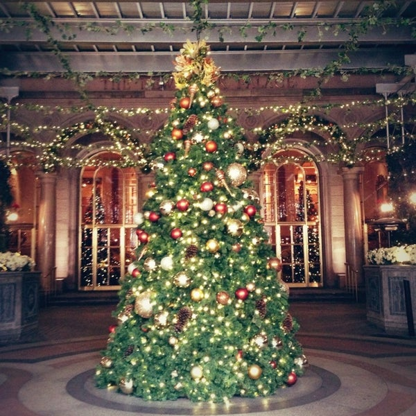 Foto scattata a Lotte New York Palace da Haruno Y. il 12/26/2012