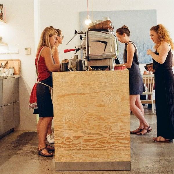 Foto diambil di Mikyna Coffee & Food Point oleh Andrej K. pada 8/28/2018