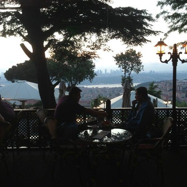Foto scattata a Desde Cafe & Restaurant da Ersen E. il 6/8/2013