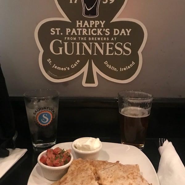 3/19/2018にBree J.がThe Grafton Irish Pub & Grillで撮った写真