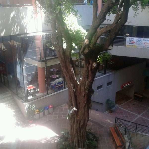 Снимок сделан в Universidad Autónoma de Asunción пользователем Bandidos B. 3/23/2013