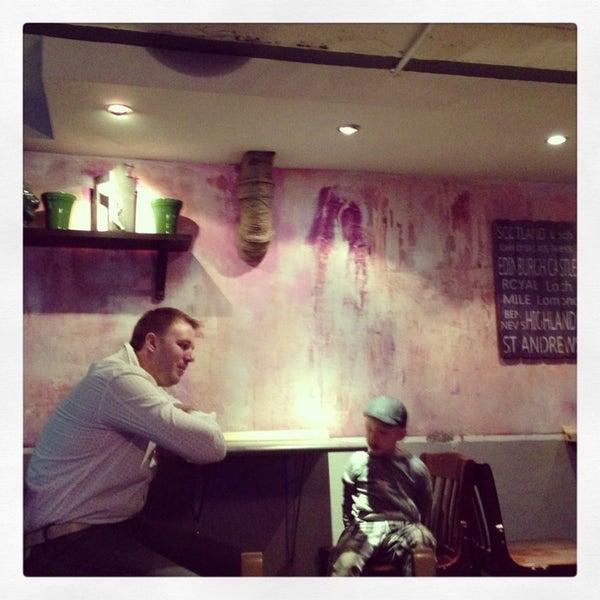 7/31/2013 tarihinde Lesha G.ziyaretçi tarafından Thistle Pub'de çekilen fotoğraf