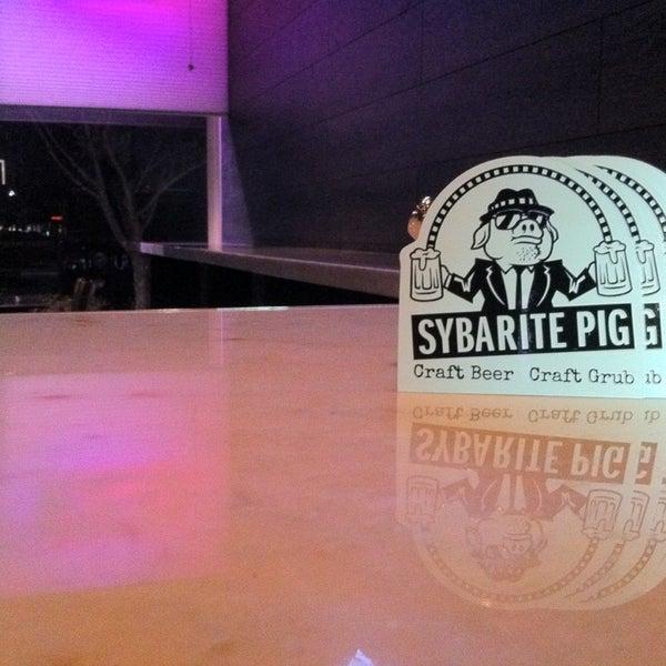 Снимок сделан в The Sybarite Pig пользователем Daniel N. 1/2/2013