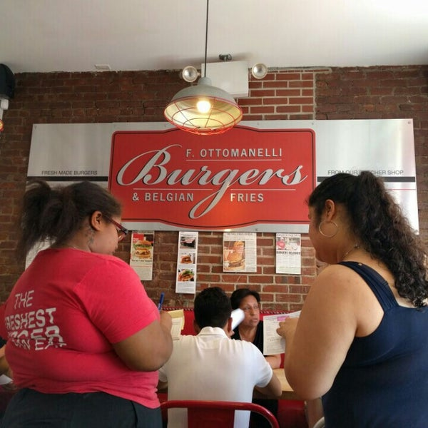 Foto tomada en F. Ottomanelli Burgers and Belgian Fries por Ricardo B. el 5/28/2016
